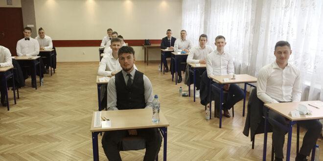 Maturzyści na start! Historyczne egzaminy w Kielcach